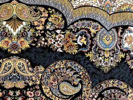 아름다운 노력의 화려한 패턴과 많은 작은 세부 사항으로 손으로 짠 카펫 스톡 콘텐츠 - 99550296