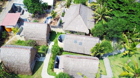 wooden bungalows with thatched roofs on the island of Penida in Indonesia Stock fotó - 99951406