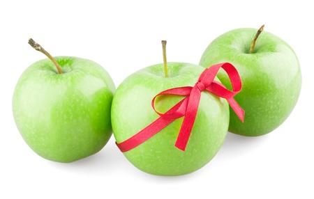 jugo verde: Manzanas verdes con un arco sobre fondo blanco Foto de archivo