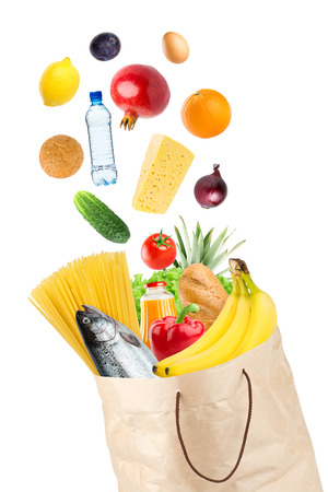 sac �picerie: Grocery bag with healthy food on white background