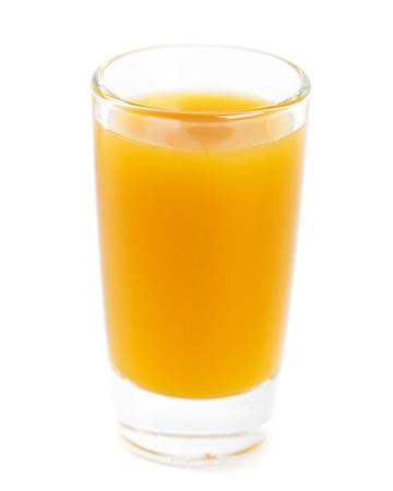 jugo de frutas: El jugo de fruta en el fondo blanco
