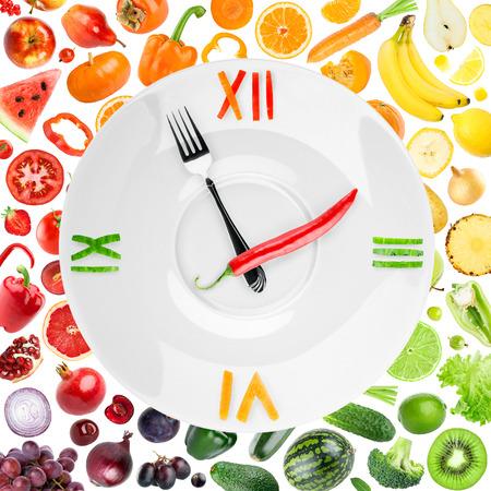 zdrowa żywnośc: Zegar żywności z warzyw i owoców. Koncepcja zdrowej żywności