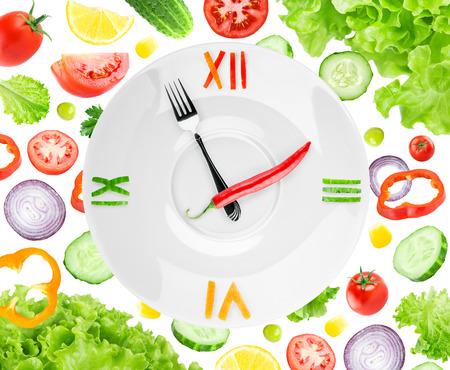 alimentos saludables: Reloj de Alimentos con verduras. Concepto de alimentos saludables