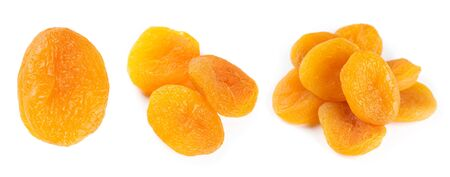 frutas deshidratadas: Albaricoques secos en el fondo blanco