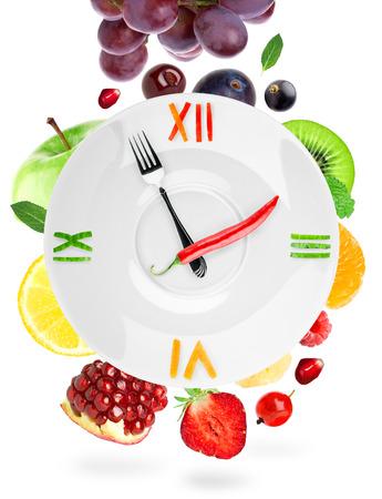 alimentacion sana: Reloj de la Alimentaci�n con la fruta. Concepto de alimentos saludables Foto de archivo