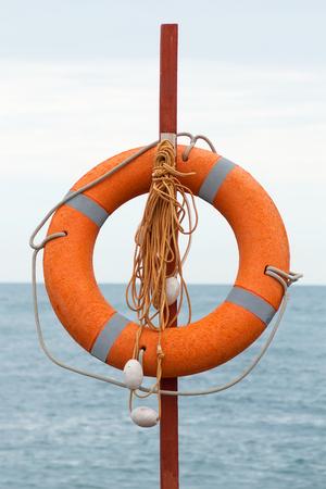 aro salvavidas: Lifebuoy en la playa