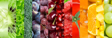 Frisches Obst und Gemüse Hintergrund. Sammlung mit verschiedenen Früchten, Beeren und Gemüse Standard-Bild