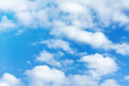 青空: 雲と青い空