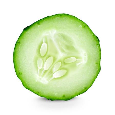 Plakje komkommer close-up op een witte achtergrond Stockfoto