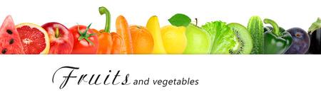 Obst und Gemüse auf weißem Hintergrund. Lebensmittel-Konzept