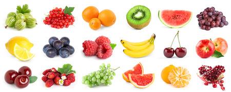 Sammlung von Früchten und Beeren auf weißem Hintergrund. Frisches Essen