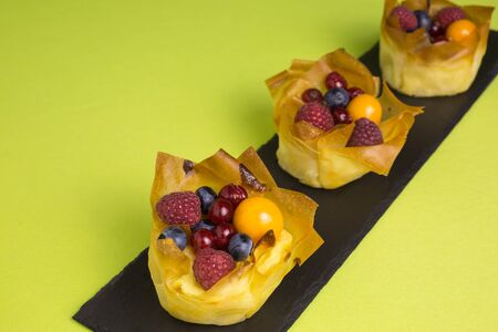 fillo: mini cheesecakes with filo pastry and different berries on top