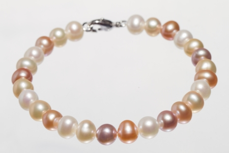 Pearl Bracelet Stock Photo - 14333777