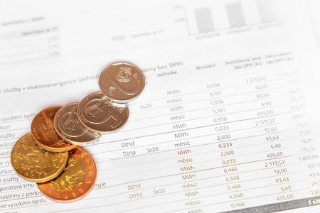 Rachunek za - Koncepcja biznesowa - Raport finansowy i czeskie pieniądze Zdjęcie Seryjne