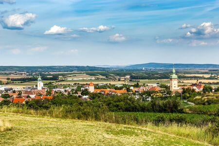 Small town Retz in the region Weinviertel, Austria. 版權商用圖片 - 127655399