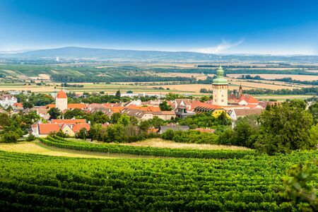 Small town Retz in the region Weinviertel, Austria. 版權商用圖片 - 127655402