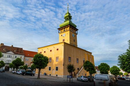 Town Hall in town Retz in the region Weinviertel, Austria. 版權商用圖片 - 127655448