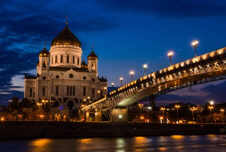 Illuminated Cathedral of Christ the Savior framed with old style street lights of Patriarchy Bridge at night. 版權商用圖片