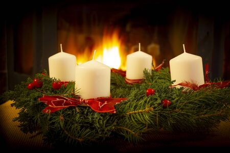 Christmas Wreath on the fireplace background. 版權商用圖片