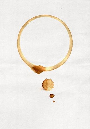 manchas de cafe: Lugar de una taza de caf� sobre papel blanco Foto de archivo