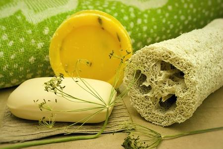 aseo personal: Jab�n, toalla y una esponja de la esponja vegetal