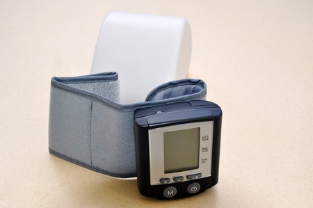 stres: A modern blood pressure monitor and cuff