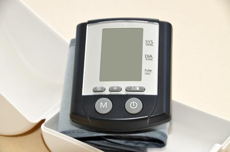 stres: A modern blood pressure monitor and cuff