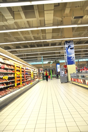 shoppingcarts: Istanbul Maltepe Carrefour has opened a new branch. Delicatessen section