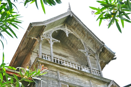 Dyes fallen, decayed wood of the old villas