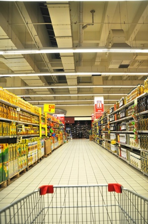 Istanbul Maltepe Carrefour has opened a new branch. Edible oil section Stock Photo - 11816854