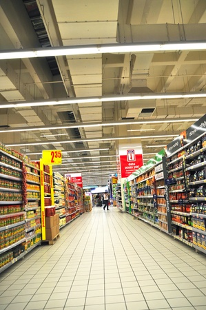 store keeper: Istanbul Maltepe Carrefour has opened a new branch. Edible oil section