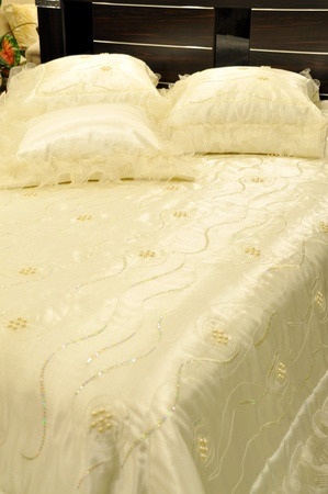 home confort: Comfortable looking pillows and bed