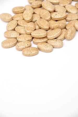 pilule: Surtido de pastillas y c�psulas sobre fondo blanco Foto de archivo