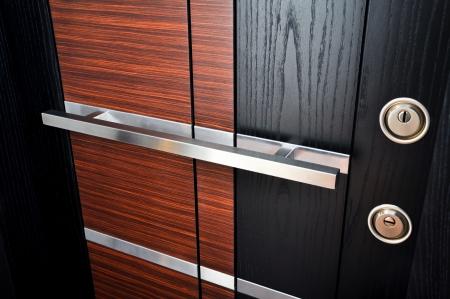 Drewno, patrząc z przodu drzwi stalowe wewnętrzny