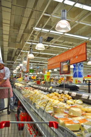 shoppingcarts: Istanbul Maltepe Carrefour has opened a new branch   Deli section