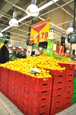 shoppingcarts: Istanbul Maltepe Carrefour has opened a new branch  Fruit section