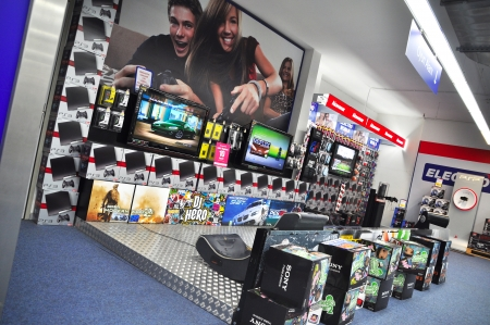 electronic commerce: Istanbul Kartal Electroworld has opened a new branch  Ps3 test drive Editorial