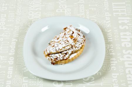 하얀 접시에 다양하고 맛있는 쿠키 스톡 콘텐츠
