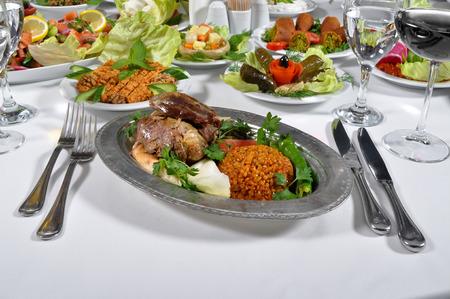 다른 프레 젠 테이션과 아주 맛있는 터키어 tandir 케밥