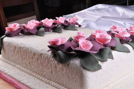 Prepared for special occasions, delicious and beautiful white wedding cake