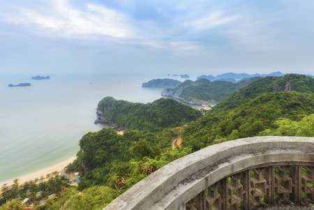 ba: Panorama of Halong Bay from Cat Ba island viewpoint, Vietnam Stock Photo