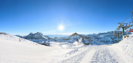 alpen: Panorama of Breuil Cervinia mountains in Alps. Ski lifts in winter Stock Photo