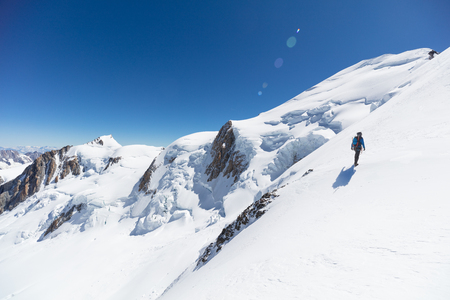 Trekking to the top of Mont Blanc mountain in French Alps Standard-Bild