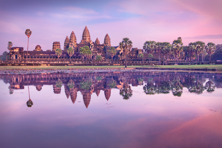 Angkor Wat temple at sunrise, Siem Reap, Cambodia Imagens