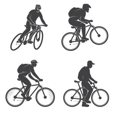 Set di uomini sui biking della montagna.
