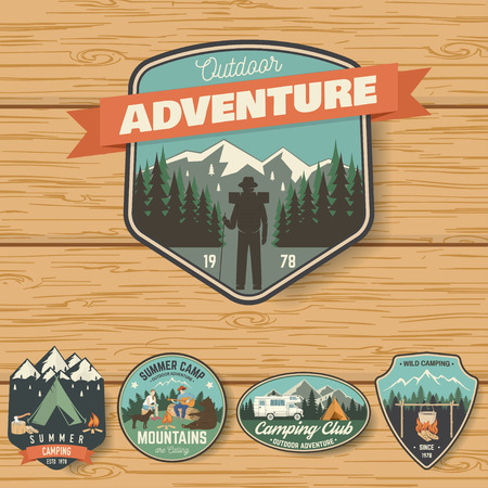 Set of Summer camp badges on the wood board Фото со стока - 102465222