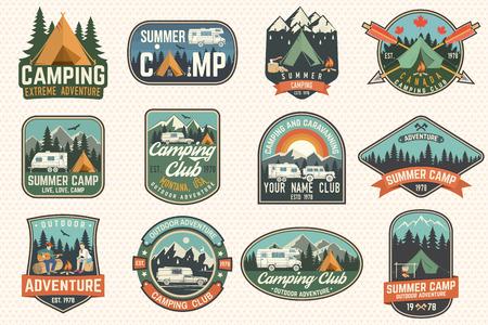 Zestaw odznaki obozu letniego. Wektor. Pomysł na koszulkę lub logo, nadruk, stempel, naszywkę lub koszulkę.