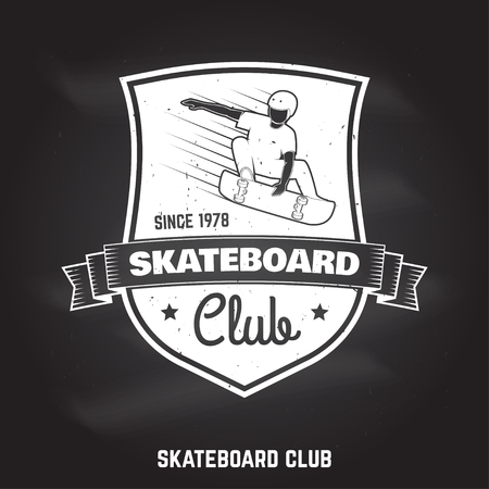 Skateboard club sign on the chalkboard. Vector illustration. Banque d'images - 105984687