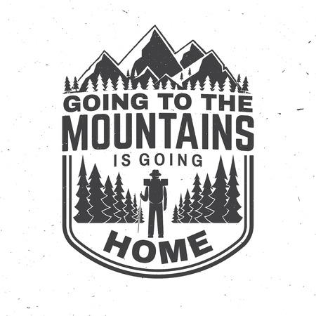Ir a la montaña es volver a casa. Vector. Concepto de camiseta o insignia, superposición, estampado, sello o camiseta.