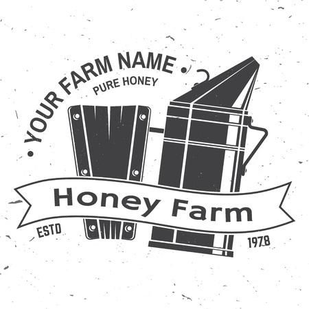 Insigne de ferme d'abeilles à miel. Vecteur. Concept pour chemise, impression, timbre ou tee. Conception de typographie vintage avec silhouette de fumeur d'abeilles. Design rétro pour l'entreprise agricole d'abeilles mellifères